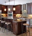 Мебель в классическом стиле на кухне в доме