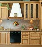 Кухня со светло-коричневой патиной