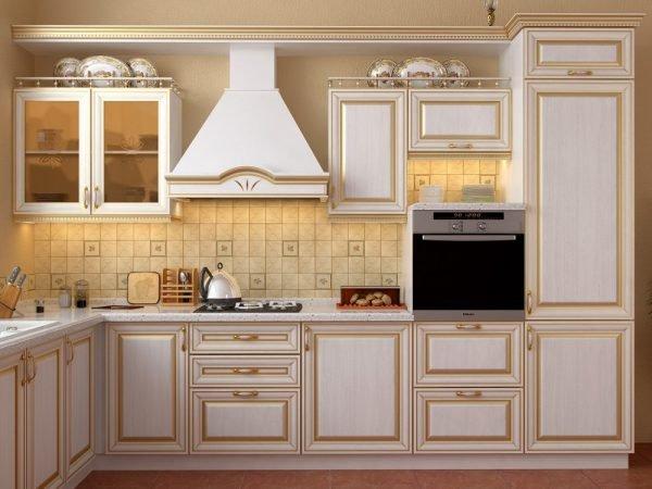 Яркая золотая патина на кухонном гарнитуре