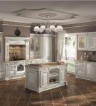 Бело-коричневая патинированная кухня в классическом стиле