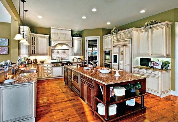Освещение кухни с патиной