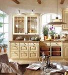 Кухня в сливочных окрасах