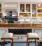 Пример современного оформления просторной кухни