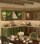 Красивая кухня с природными окрасами