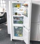 Белый холодильник в белом шкафу