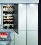Холодильник-бар, встроенный в шкаф