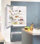 Холодильник, состоящий из трёх отделов и встроенный в шкаф