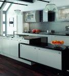 Чёрно-белая мебель в стиле хай-тек на кухне