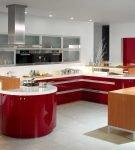 Красно-белая мебель в кухне-гостиной