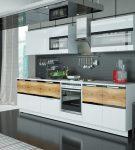 Лаконичный гарнитур в обстановке хай-тек на кухне