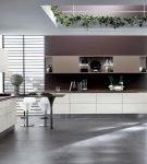 Большая кухня в стиле хай-тек с необычным декором потолка
