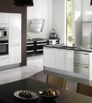 Островная мебель хай-тек на небольшой кухне