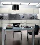 Необычная тёмная люстра на кухне