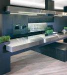 Тёмный синий цвет в интерьере кухни в современном стиле