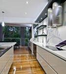 Лёгкие узоры на кухне в стиле хай-тек