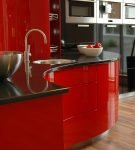 Красная мебель с чёрной столешницей