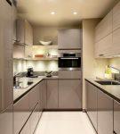 Узкая кухня с компактной мебель хай-тек