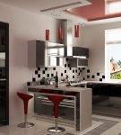 Красные барные стулья на небольшой кухне