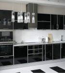 Чёрно-белый дизайн кухни хай-тек