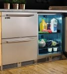 Холодильник под столешницей с прозрачной дверцей