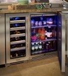 Холодильник под столешницей с двумя отделениями и стеклянными дверцами