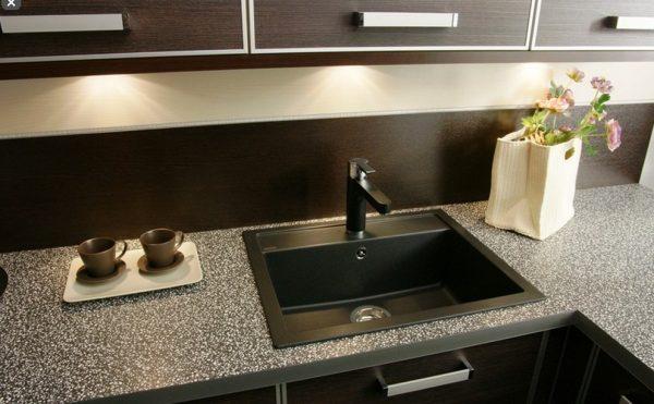 Кухонная мойка среднего размера