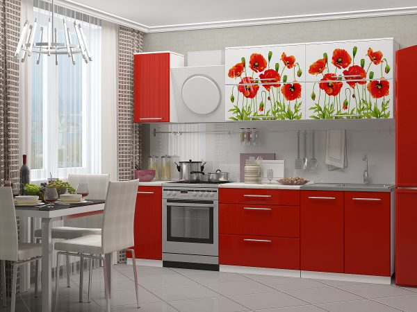 Светло-серые обои и красный гарнитур на кухне