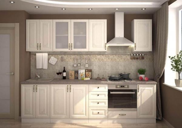 Белая мебель и бежевые стены на небольшой кухне