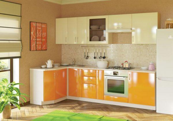 Яркий двухцветный гарнитур на кухне