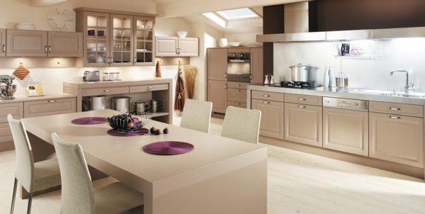 Мебель цвета капучино на большой кухне