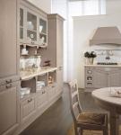 Мебель цвета капучино на большой кухне в доме