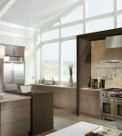 Мебель цвета капучино на современной и удобной кухне