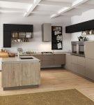 Цвет капучино в интерьере большой современной кухни