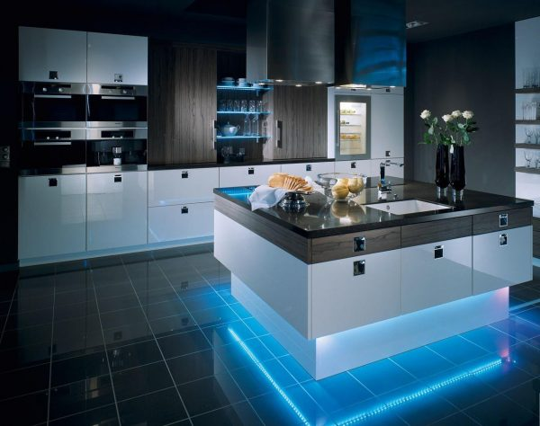 Подсветка острова на современной кухне