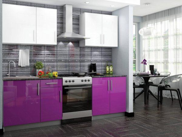 Кухня-столовая с двухцветным гарнитуром