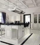 Чёрно-белое оформление кухни