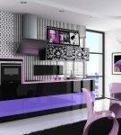 Стильная кухня с чёрно-фиолетовой мебелью и белой отделкой