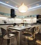 Оригинальная подсветка потолка и люстра на кухне