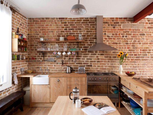 Отделка стен с помощью кирпича на кухне
