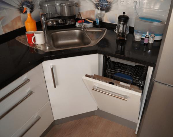 Кухня с посудомойкой