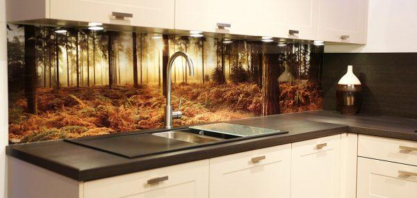 Фотопринт на фартуке из стекла для кухни