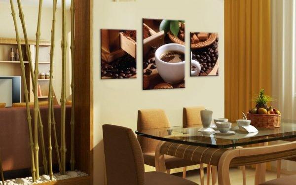 Модульные картины в обеденной зоне кухни