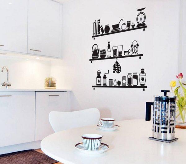 Чёрные виниловые наклейки на белой стене кухни