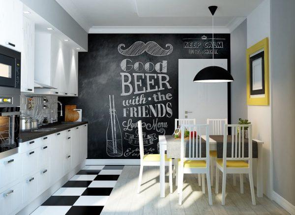 Стена в виде грифельной доски на кухне