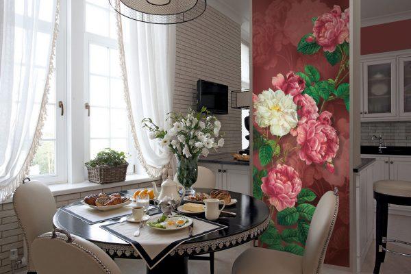 Фотопанно с цветами над обеденным столом