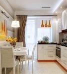 Кухня с крашеным потолком и плиткой на полу