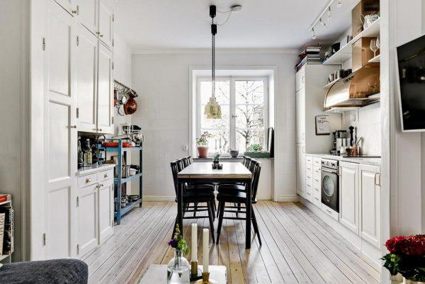 Простая кухонная обстановка