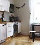 Небольшая кухня в стиле сканди