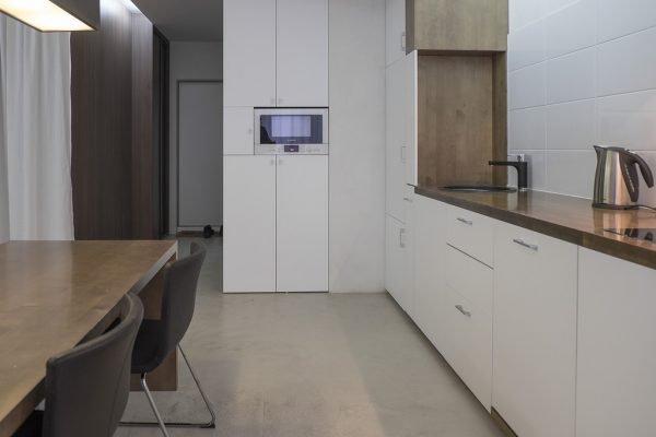 Небольшая кухня без дверей