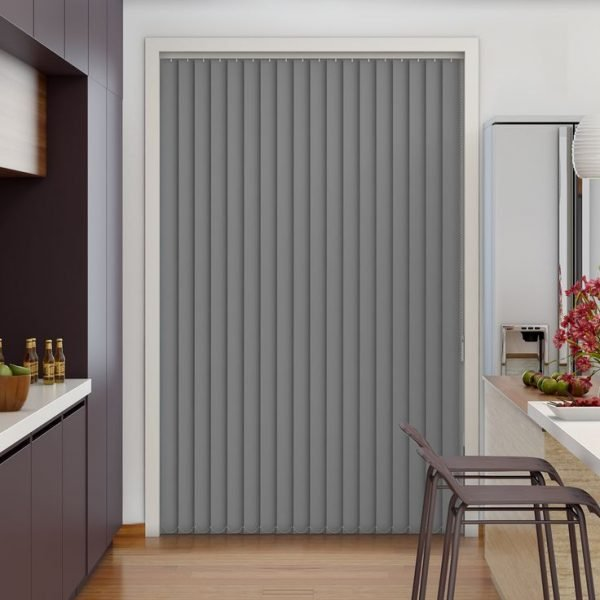 Серые вертикальные жалюзи для дверного проёма на кухне